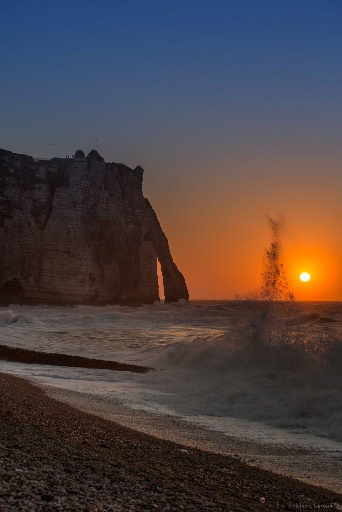 sunset étretat vague